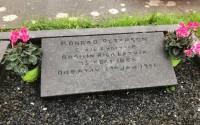 """""""Pasaules talkas"""" dienā vēstniecības darbinieki sakops Konrāda Pētersona kapa vietu"""