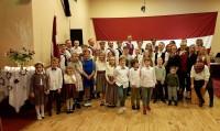 Tautieši Mayo ieskandina Latvijas svētkus