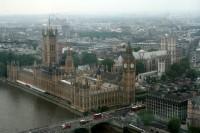 Lielbritānijā notiek pēdējo desmitgažu svarīgākās parlamenta vēlēšanas