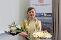 Rakstniece, žurnāliste un sabiedriskā darbiniece S.Bondarevska saņem ĀM Atzinības rakstu