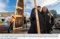 Migrantu dzimto valstu upju nosaukumi senīru rakstībā rotā Korkā būvētu laivu
