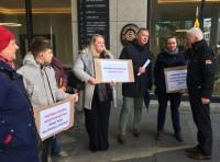 Savākti vismaz 9900 paraksti par petīciju, pieprasot izdot Misāni Latvijai