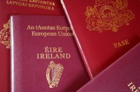 No visiem Latvijā dzīvojošajiem bērniem 1,1 % dzimuši Lielbritānijā, bet 0,3 % - Īrijā