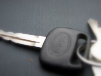 Mākslas skolotāju tiesā par krāpšanu saistībā ar transportlīdzekļu apdrošināšanu