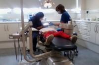 Arvien vairāk zobārstu atsakās ārstēt pacientus ar medicīnas kartēm
