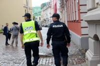 Policija ierobežojumu uzraudzībā uzsvaru liek uz ieceļotāju un masveida pasākumu kontroli