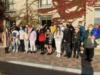 Jaunieši gatavojas latviešu valodas eksāmenam