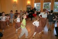 Īrijas mazie dejotāji saņem finansējumu dalībai skolēnu dziesmu un deju svētkos
